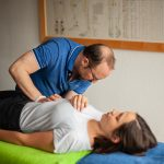 Osteopathische Techniken hilft den Geweben des Patienten bei der Selbstorganisation